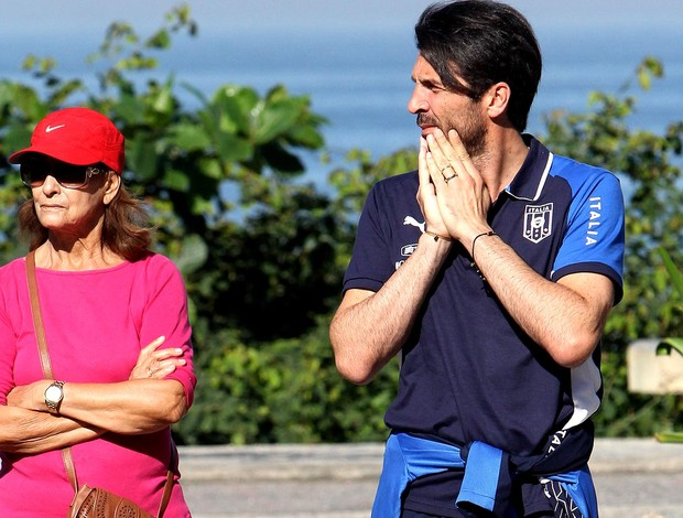 Buffon itália praia copa das confederações (Foto: Márcio Honorato / Agência Estado)