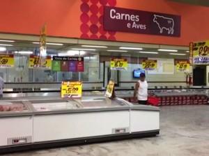 Supermercados são descontos de até 30%, mas não conseguem evitar queda nas vendas (Foto: Reprodução/TV Bahia)