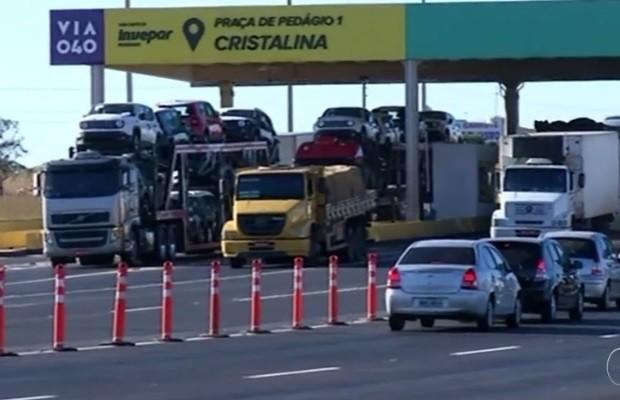 Carros emplacados em Cristalina são isentos de pagar pedágio na BR-040 em Goiás (Foto: Reprodução/TV Anhanguera)