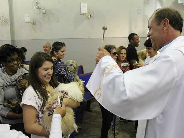 Missa animais domésticos São Roque Juiz de Fora 4 (Foto: Natália Lott/ Pascom Paroquia da Glória)