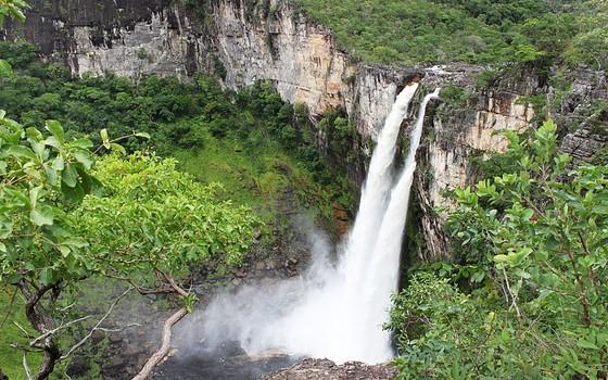 Cachoeira no Parque Nacional da Chapada dos Veadeiros, em Goiás. O parque é um dos poucos no cerrado, um dos ecossistemas mais desprotegidos do país (Foto: Edimilson Sanches/ Wikimedia)