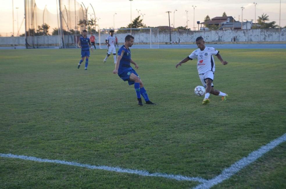 Jogo de volta aconteceu no estádio Zerão, em Macapá (Foto: Rafael Moreira/GE-AP)