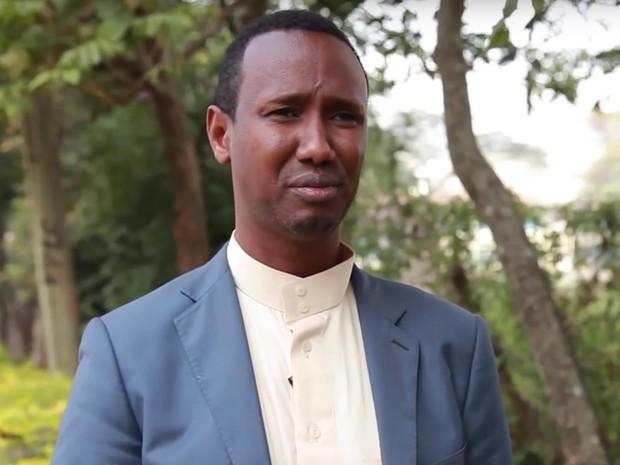Ayub Mohamud, do Quênia, tem como um de seus objetivos combater o extremismo religioso (Foto: Reprodução Global Teacher Prize/ Youtube)