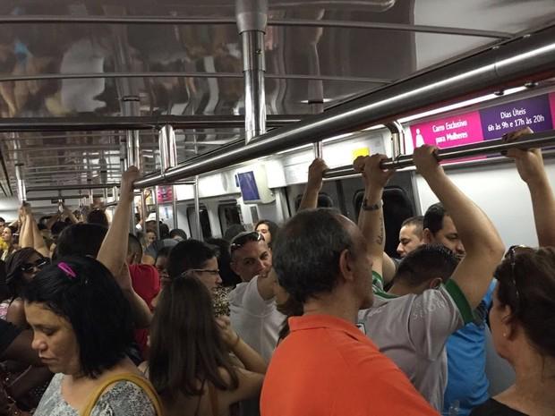 O Metrô, por volta das 16h45, na altura da Estação Botafogo, sentido Tijuca (Foto: Kathia Mello/G1)