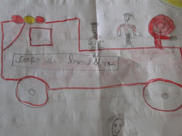 Peterson Constancia Alves, de 7 anos, sonha em ser bombeiro e vive dia de 'piloto' em MG  (Foto: Flávia Cristini/G1)