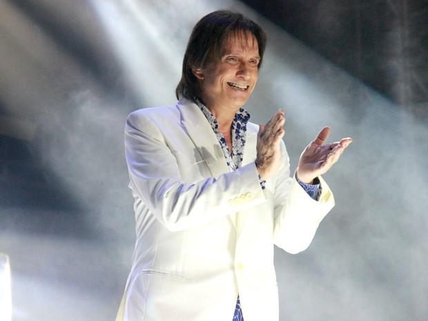 Roberto Carlos aplaudiu orquestra ao entrar no palco (Foto: Jamile Alves/G1 AM)