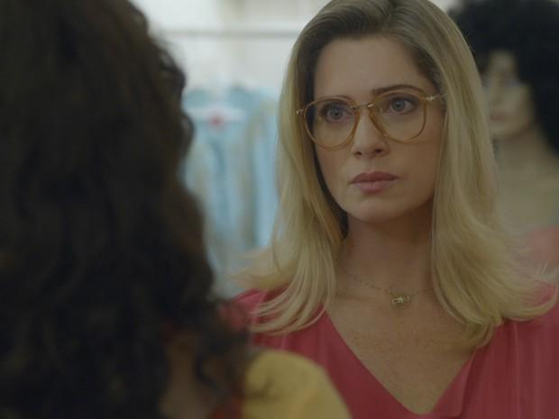 Gilda fica passada com a pergunta e tenta disfarçar (Foto: TV Globo)