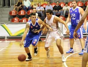 Macaé e Tijuca se enfrentam pelo Campeonato Carioca (Foto: Weverthon Manhães)