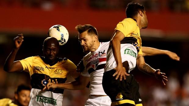Rafael Toloi São Paulo e Cricúma (Foto: Marcos Ribolli)
