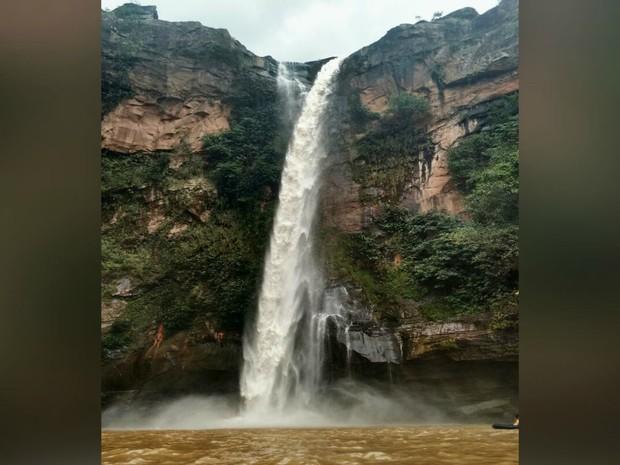 Cachoeira do Rio do Peixe, em Rio Negro, perto do distrito Fala Verdade (Foto: Marcos Ribeiro/TV Morena)