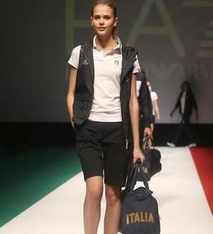 3714ef0aef9bc Uniformes de Giorgio Armani para a Itália foram apresentados em Milão  (Foto  ANSA)