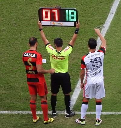 Damião entra em campo no lugar de Marcelo Cirino (Foto: Fred Gomes/GloboEsporte.com)
