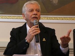José Fortunati, anúncio, 13º salário, desconto IPTU (Foto: Ricardo Giusti/PMPA)
