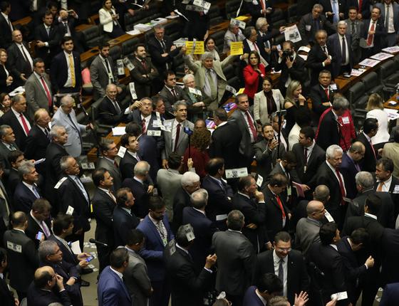 Sessão em que deputados analisaram a denúncia contra o presidente Michel Temer  (Foto: Givaldo Barbosa / Agência O Globo)