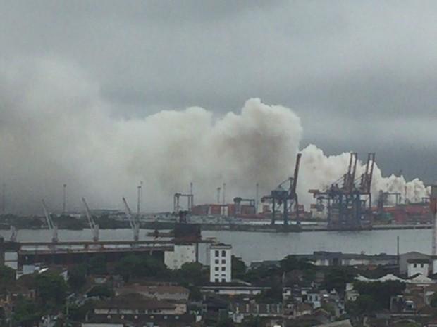 Vazamento de produto químico forçou funcionários a abandonar empresa (Foto: G1)