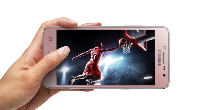 O J2 Prime trouxe um pequeno aumento de tela (Foto: Divulgação/Samsung)
