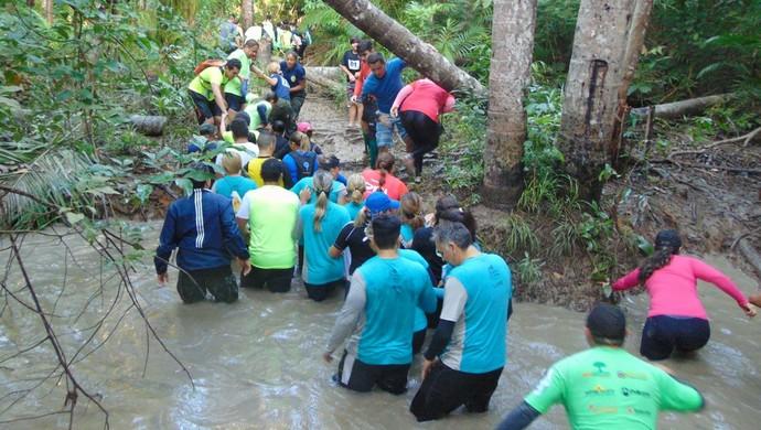 Percurso iniciou com travessia as margens do Rio Amazonas (Foto: Corrida na Selva/Divulgação)