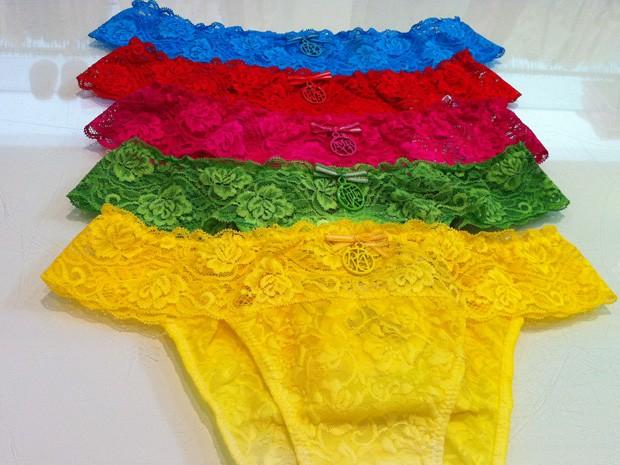 Loja criou kit de calcinhas com as cores que atraem sorte na virada do ano (Foto: Káthia Mello/G1)