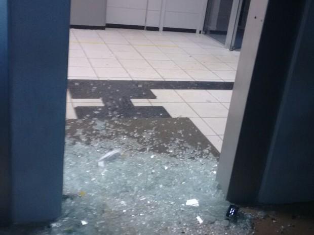 Explosão agência do Banco do Brasil de Belém de Maria (Foto: Divulgação/Polícia Militar)