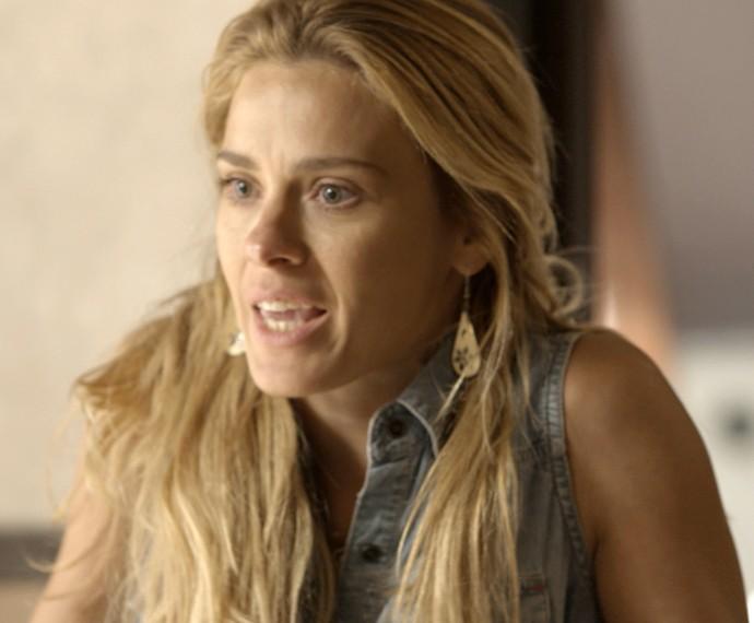Lara fica inconformada com ousadia de Orlando (Foto: TV Globo)