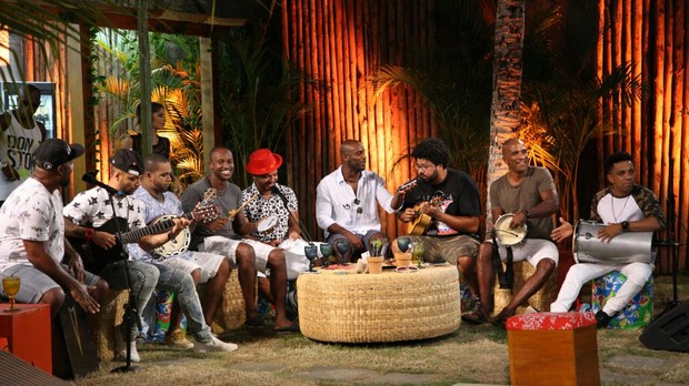 Na Casa TVZ Vero, Thiaguinho, Rodriguinho, Zulu e Bom Gosto curtem um bom churrasco com muito pagode (Foto: Multishow)