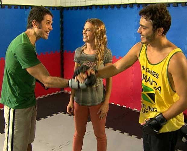Os amigos se cumprimentam ao fim do treino (Foto: Vídeo Show/TV Globo)