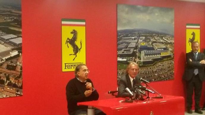 Sergio Marchionne e Luca di Montezemolo dão entrevistas no Museu da Ferrari, em Maranello (Foto: Reprodução/Twitter)