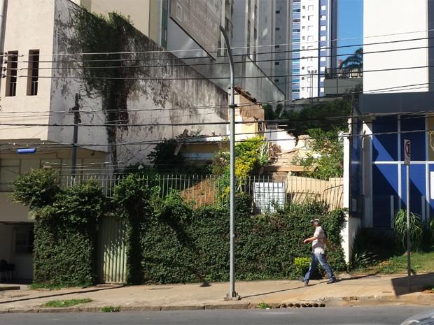 Fachada atual do imóvel demolido na Rua Timbiras, em Belo Horizonte (Foto: Flávia Cristini/ G1)
