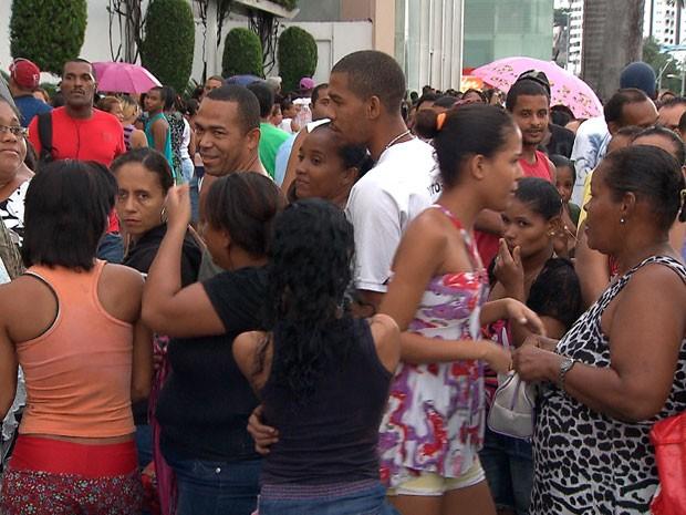 Boato sobre bolsa família gera tumulto em Salvador (Foto: Imagem/TV Bahia)