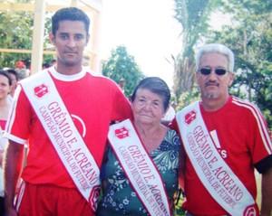 Yêda Freire recebeu faixa de campeão no último título conquistado pelo Grêmio de Sena Madureira, em 2006 (Foto: Hermano Filho/Arquivo Pessoal)