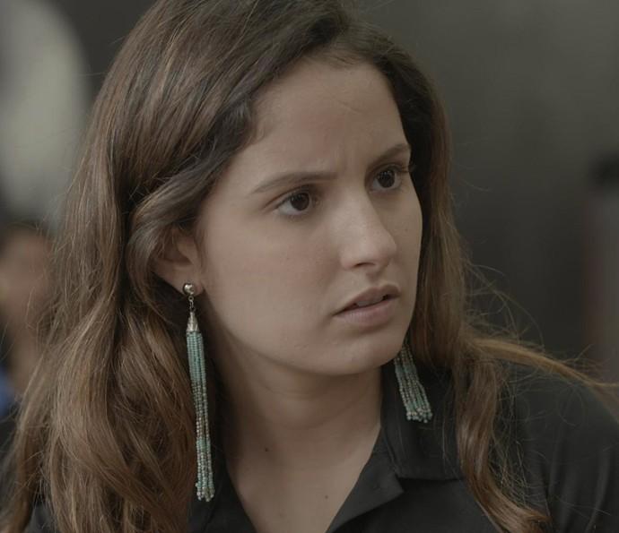 Nanda estranha pedido de desculpas de Rômulo (Foto: TV Globo)