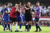 São Paulo x Cruzeiro - jogadores reclamam com árbitro