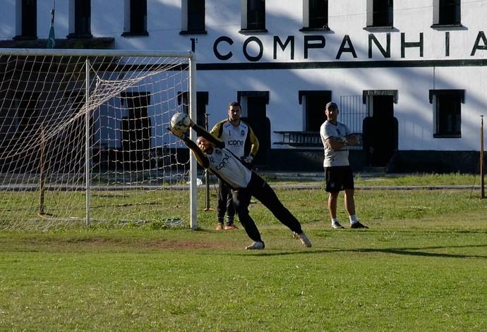 Chico, goleiro do Rio Branco-ES (Foto: Sidney Magno Novo/GloboEsporte.com)