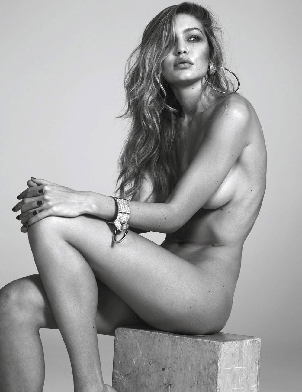 Capa de moda, mas sem nenhuma roupa: na Vogue Paris de março de 2016 (Foto: Getty Images)