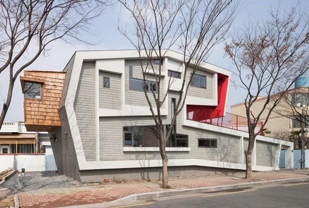 Terreno estreito, casa inusitada (Foto: Nam Goong Sun)