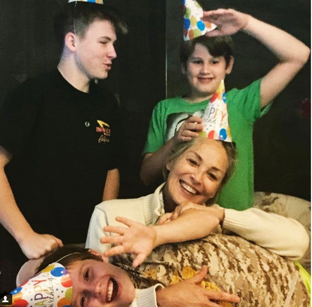 Sharon Stone e os filhos (Foto: Reprodução)