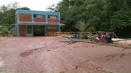 Bairros de Umuarama ficam sem água após estação de captação ser alagada