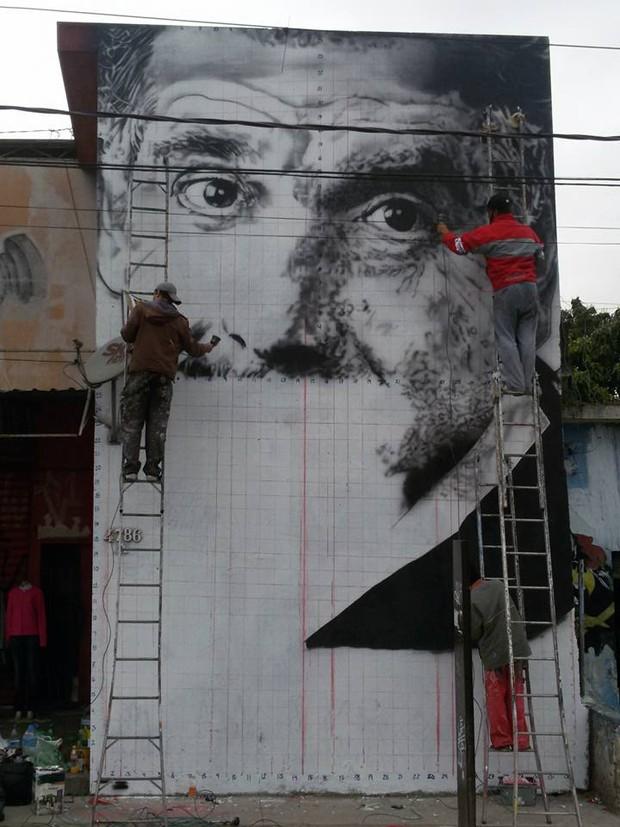 Grafiteiro faz mural em São Paulo com foto de Rubén Aguirre (Foto: Reprodução/Facebook)