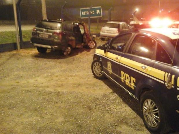 Em Ubatuba um motorista sofreu acidente e fugiu do local. Ele foi identificado e indiciado pela Polícia. (Foto: Divulgação/Polícia Rodoviária Federal)