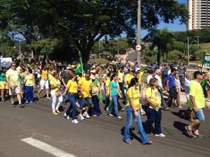 Manifestação em Presidente Prudente (Foto: Stephanie Fonseca/G1)