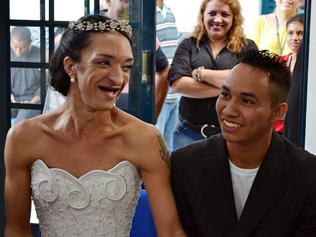 Casamento homoafetivo no Centro de Ressocialização de Cuiabá, 5/6/2015. (Foto: Denise Soares/G1)