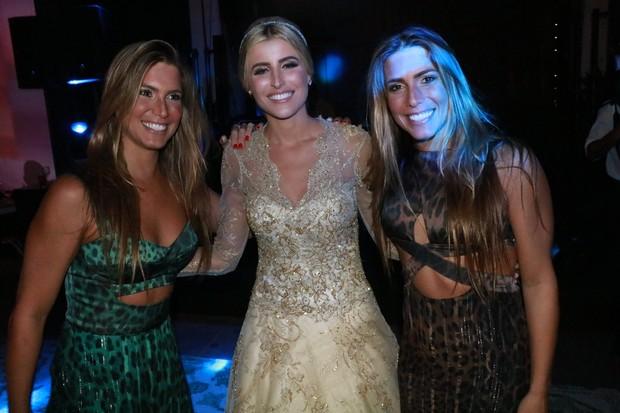 Bia e Branca Feres com a noiva, Dandynha Barbosa (Foto: Fred Pontes / Divulgação)