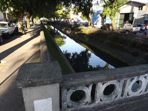 Prefeitura de Santos remove 637 toneladas de resíduos de vias e canais (Foto: Ivair Vieira Júnior/ G1)