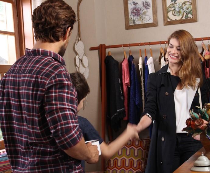 Ela conhece Alex (Foto: Cláudia Esteves/Gshow)