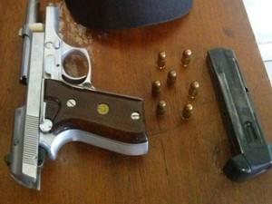 Arma foi encontrado dentro da mochila do aluno de 14 anos (Foto: Divulgação/PM-TO)