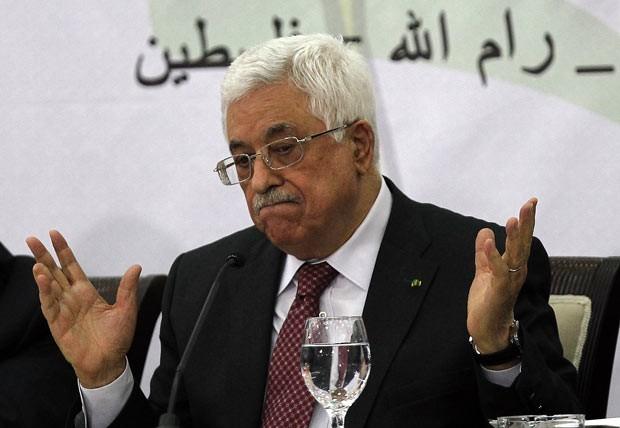 O presidente da Autoridade Palestina, Mahmud Abbas, discursa neste sábado (26) em Ramallah, na Cisjordânia. (Foto: Ronald Zak/AP)