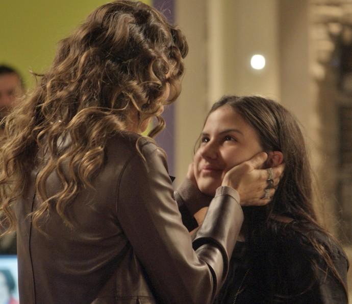 Natasha volta atrás e decide deixar Jojô com Arthur (Foto: TV Globo)