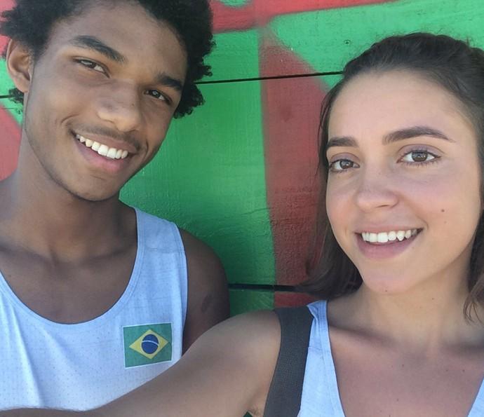 Juan Paiva e Valentina Bandeira nos bastidores de 'Totalmente Demais' (Foto: Arquivo pessoal)