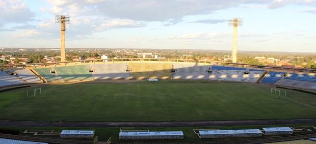 Estádio Albertão (Foto: Emanuele Madeira/GLOBOESPORTE.COM)