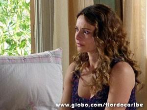 Loira quer levar William com ela (Foto: Flor do Caribe/TV Globo)